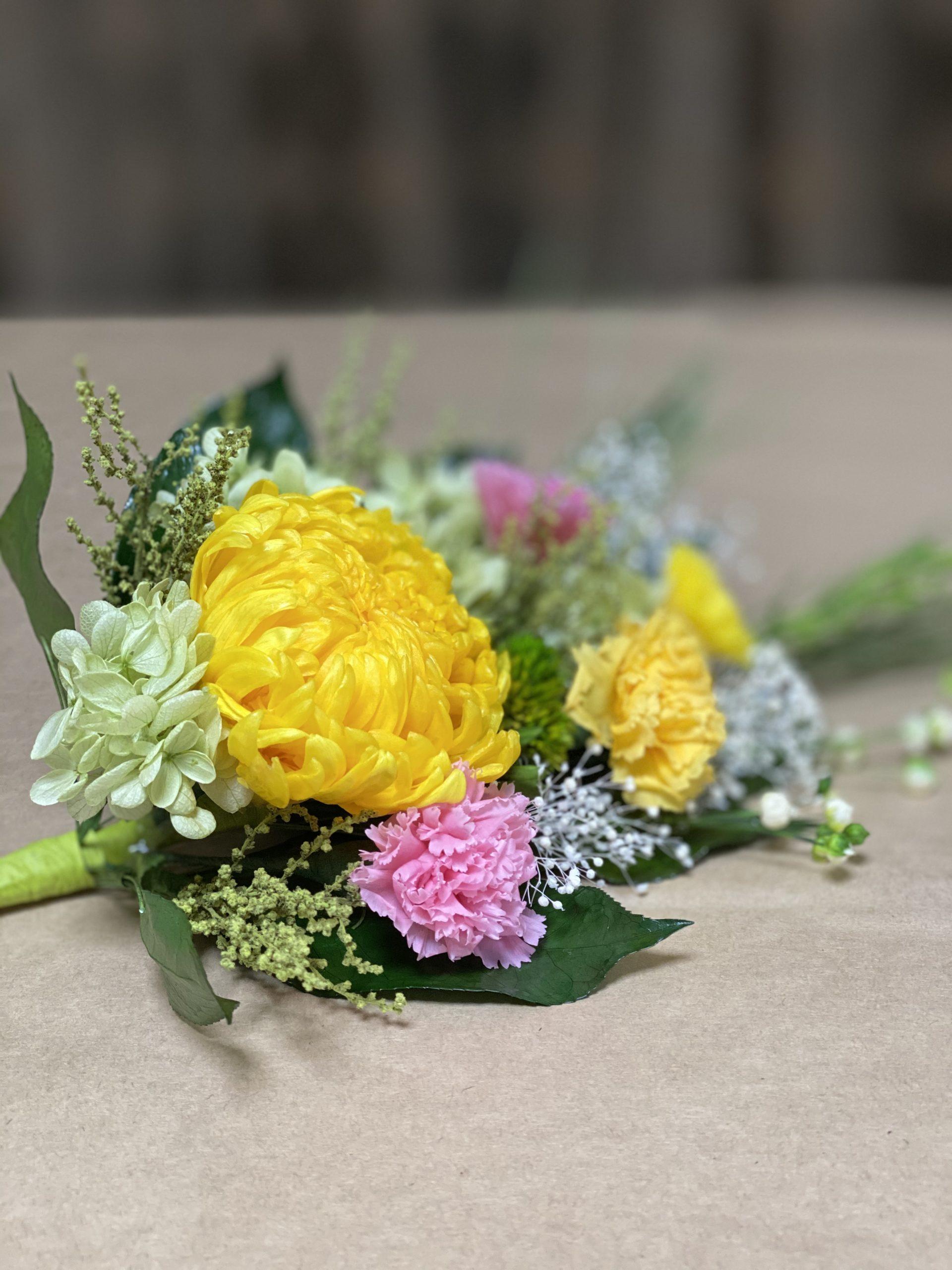 菊とカーネーションのプリザーブド仏花
