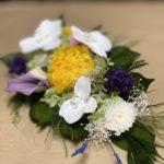 白い胡蝶蘭が華やかなプリザーブド仏花