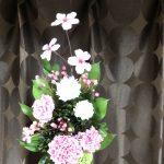 夏に入っても桜の仏花は人気継続中