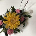 大変おまたせしました、ひまわりの仏花が復活です