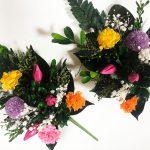 チューリップの蕾がかわいい、カラフルなプリザーブド仏花アレンジメント